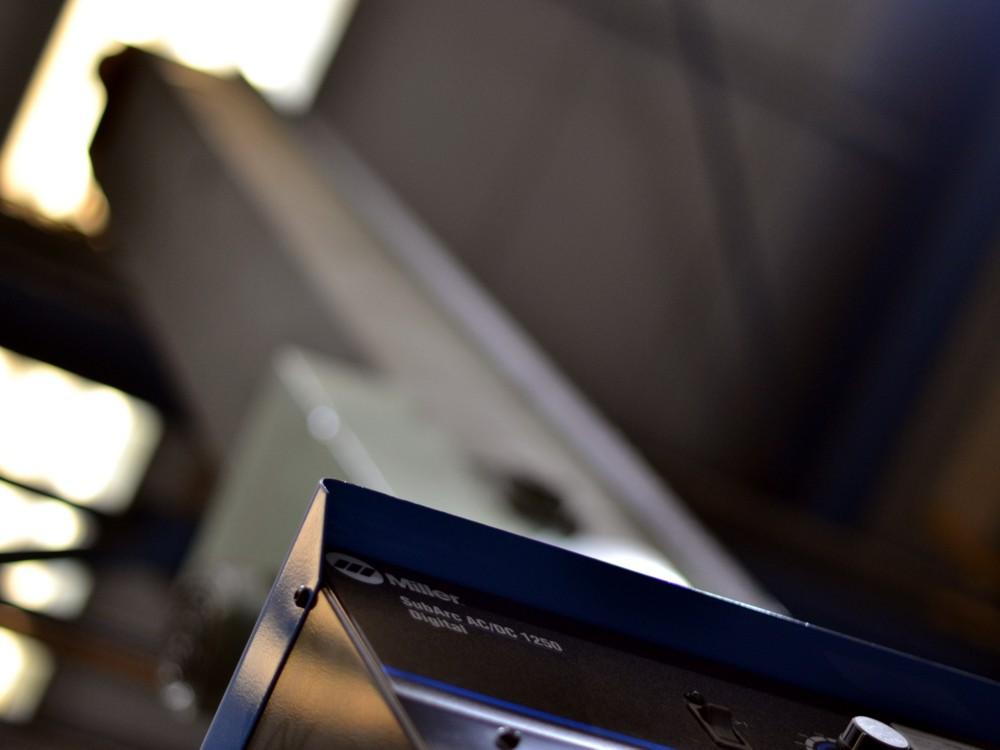 Foto de la máquina de solar Miller con la columna de fondo